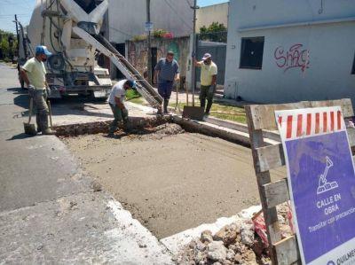 El Municipio continúa con trabajos de bacheo y limpieza de los arroyos