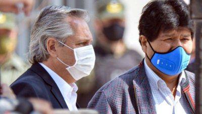 La diplomacia sanitaria de Alberto: el avión trajo 20 mil dosis para Bolivia