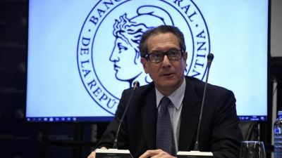 Después de los cambios en el Directorio, Alberto le pide a Cristina ratificar a Pesce en el Banco Central