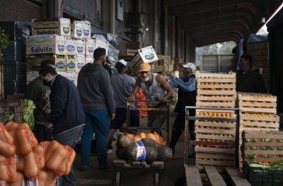 Salario mínimo en la Argentina: una tercera parte es para alimentos básicos