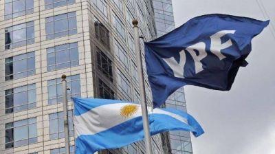 YPF mejoró su oferta de canje de deuda para acordar con BlackRock, Fidelity y Ashmore
