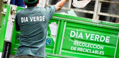 Cada vez más vecinos sacan basura para reciclar y caen los residuos que van al Ceamse