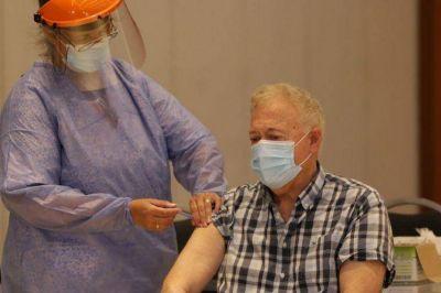 Empezaron a vacunar en los geriátricos de Córdoba