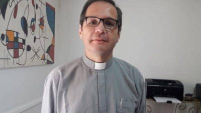 Internaron al párroco Mario Bernabey, se contagió de coronavirus