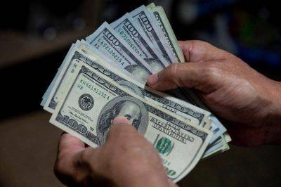 """Por qué el dólar """"solidario"""" hoy es más caro que el dólar libre"""