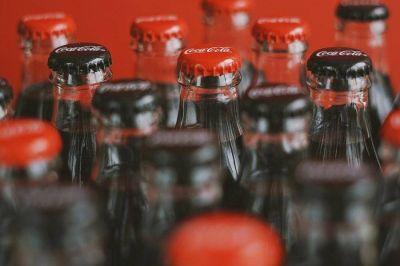 Coca-Cola invita a compartir mensajes positivos a través de sus etiquetas