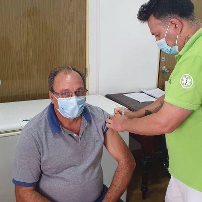 El Intendente Capra recibió la primera dosis de la vacuna contra el Covid