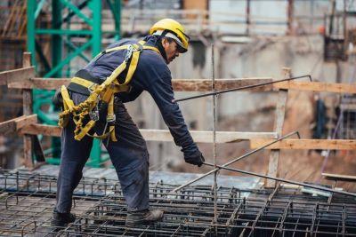 La industria y la construcción cerraron un año negro, pero muestran un rebote