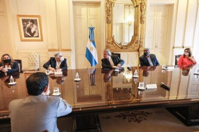 El Presidente se reunió con sindicatos y empresas del sector del transporte de cargas