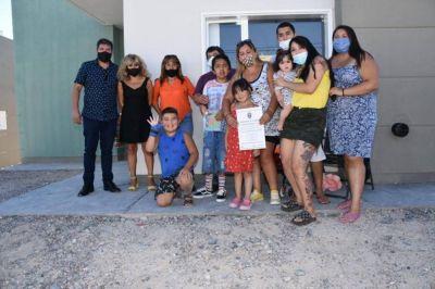 Veinte familias de Trelew recibieron sus viviendas