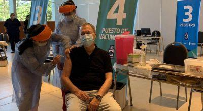 El gobernador de Córdoba Juan Schiaretti se aplicó la vacuna Sputnik V