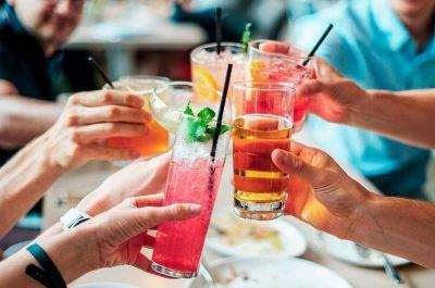 Diez bebidas que te pueden ayudar a adelgazar y perder peso en 2021