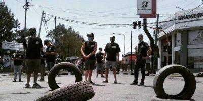 """Gremio del neumático denuncia violación del decreto """"anti despidos"""" y amenaza con medidas de fuerza"""