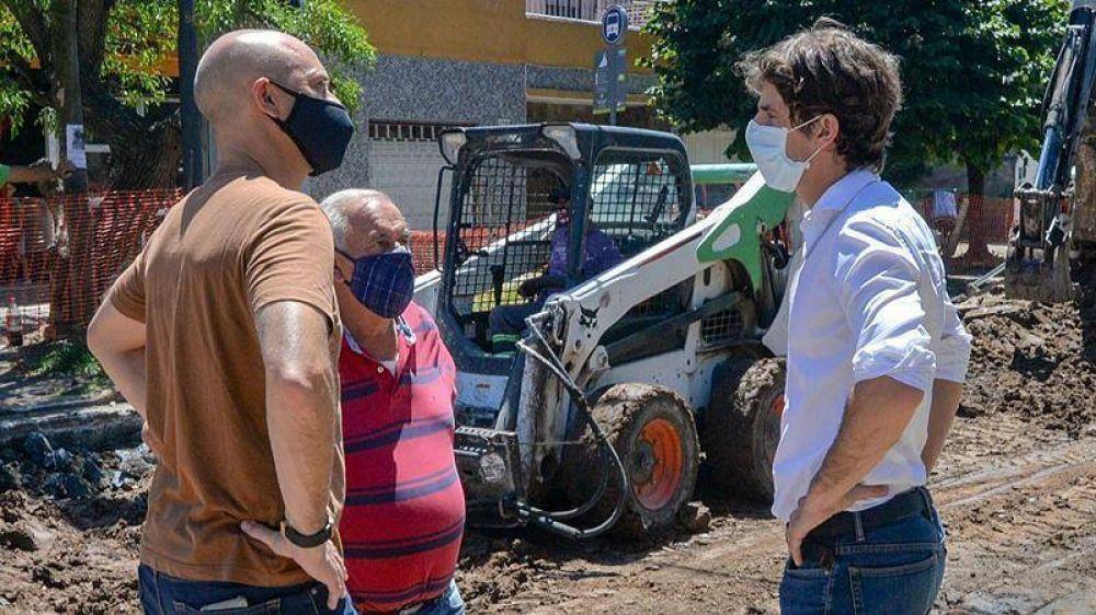 Juan Andreotti supervisó la obra de repavimentación de la calle Carlos Casares