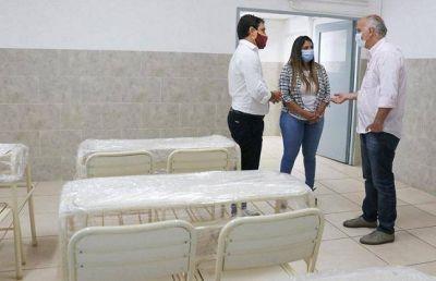Grindetti entregó mobiliario escolar al Centro Educativo N°4 de Lanús Oeste