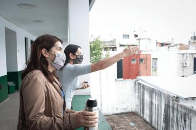 Mariel Fernández recorrió obras en escuelas del distrito