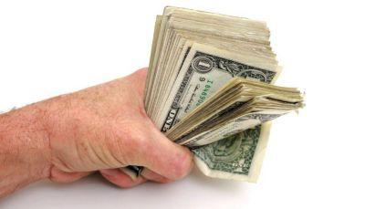 El blue avanzó y el BCRA ya compró más de u$s 280 millones en el mes