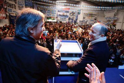 Massa refuerza a su electorado, Máximo no resuelve el enigma y Duhalde quiere Sumar