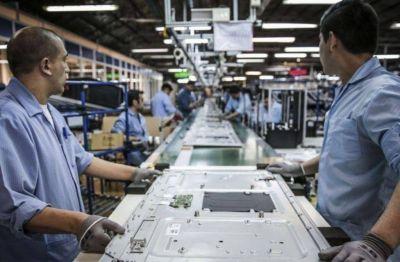 Según la UIA, en noviembre por primera vez desde 2015 se revirtió la tendencia y se generaron 3 mil empleos registrados en la industria