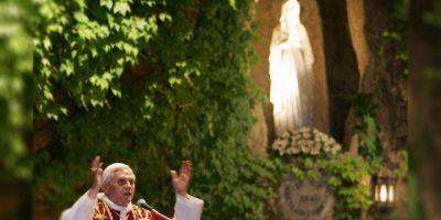 Benedicto XVI: la Virgen de Lourdes es madre en tiempos difíciles