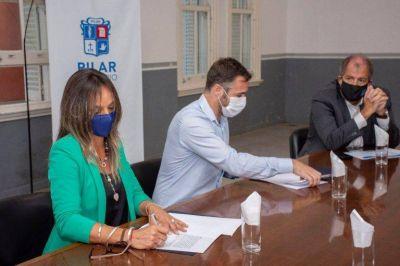 Achával y Galmarini firman un convenio para continuar obras de agua y cloacas en Pilar