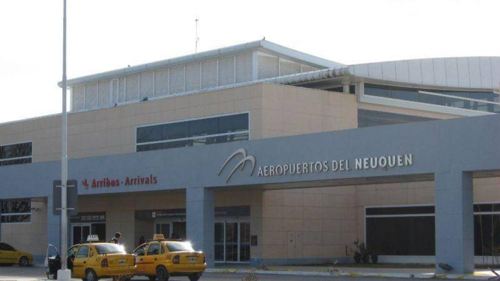 Paro de trabajadores en el aeropuerto de Neuquén podría dificultar los vuelos