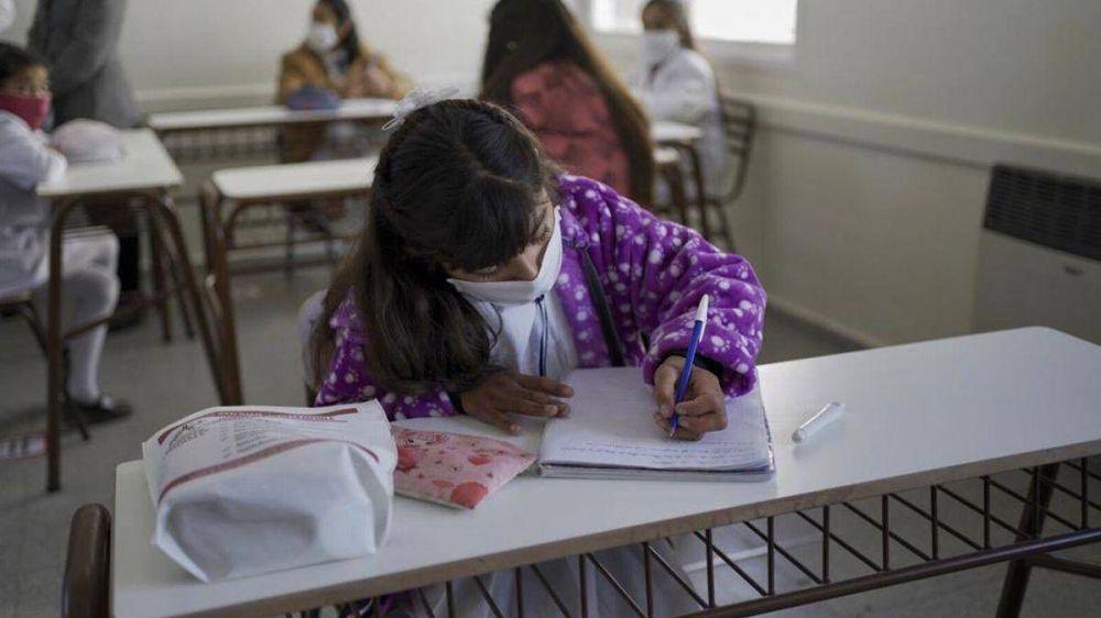 Vuelta a clases: Uno de los progenitores podrá tener licencia laboral