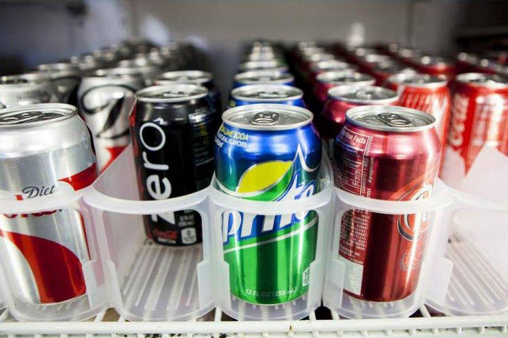 Todo el coronavirus del mundo cabe en una lata de Coca-Cola