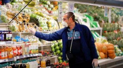 Empujado por alimentos y bebidas, el consumo se contrajo más de 5% en el arranque del año