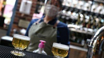 Medellín amplía el horario para el consumo de alcohol en bares y restaurantes: así funcionará la medida