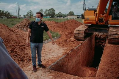 Avanza la construcción del colector cloacal de Barrio Lubo