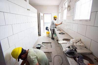 Avanzan las obras de infraestructura en 72 escuelas de Brown