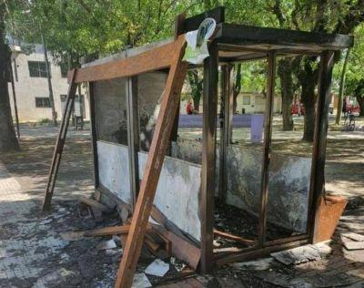 Prendieron fuego y destruyeron el ecopunto de Plaza Belén