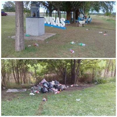 Realizaron una fiesta clandestina en el monolito de Mouras y el predio quedó lleno de basura por todos lados