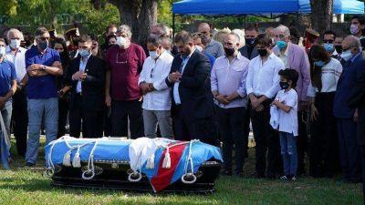 Los restos de Carlos Menem fueron sepultados en el cementerio islámico de La Tablada
