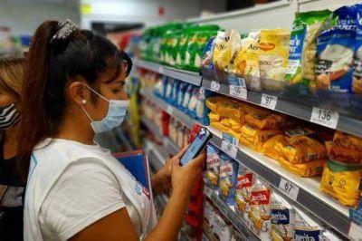 Mientras colaboran en el control de precios, los movimientos sociales piensan su rol en la batalla contra la inflación