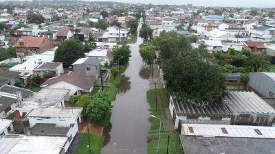 Cayeron 100 mm hubo barrios bajo el agua, arboles caídos y unas 200 denuncias