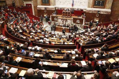 Francia, a fin de frenar el islamismo, perjudica a la Iglesia católica