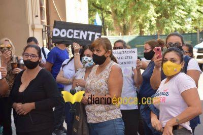 Docentes correntinos que trabajan en Chaco entregaron petitorio en Casa de Gobierno