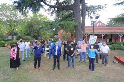 El intendente Fernando Gray junto a los secretarios generales de Sindicatos Municipales de todo el conurbano