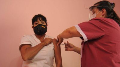 Llegaron 600 dosis a Bahía para empezar a vacunar a docentes y policías