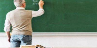Logran que se suspenda la obligación de dar clases presenciales para los docentes mayores de 60 años