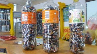 A ponerse las pilas: no sirven más las botellas de los kioscos y el destino final es el basurero