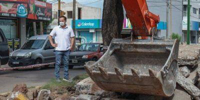 Comenzó la obra de reconstrucción de pavimento y saneamiento en barrio Sarmiento
