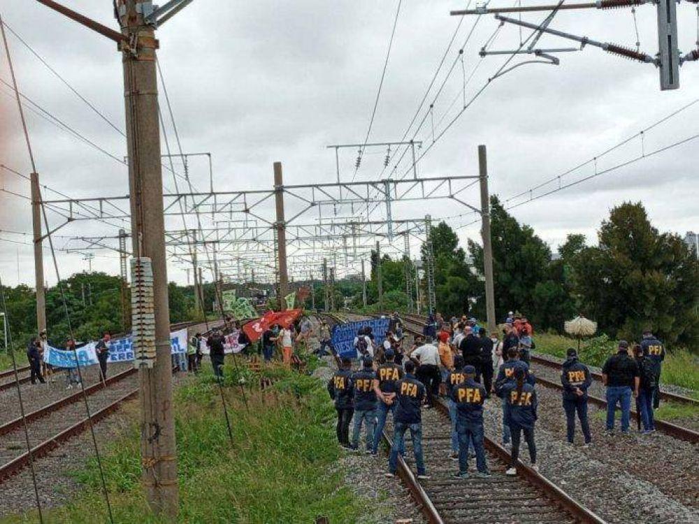 Reclamo en las vías: trabajadores ferroviarios piden volver a trabajar