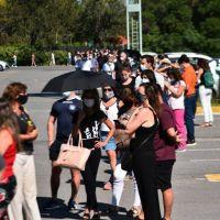 Largas colas para vacunarse en el Centro de Convenciones de Córdoba: