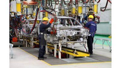 El Gobierno negociará evitar el libre comercio en autos con México