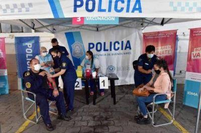"""Ciudad Evita: el ministro Berni anunció la llegada de las vacunas para las y los oficiales de """"Puente 12"""""""
