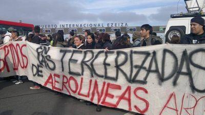 Denuncian que tercerizada de Aerolíneas Argentinas ejerce persecución laboral sobre trabajadoras