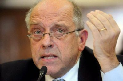 Ferro denunció falta de transparencia en el proceso de selección de vacunación